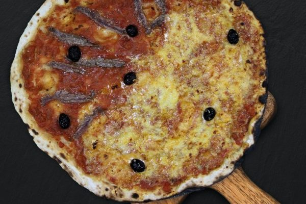 pizza_moitie-moitie_anchois-fromage-min